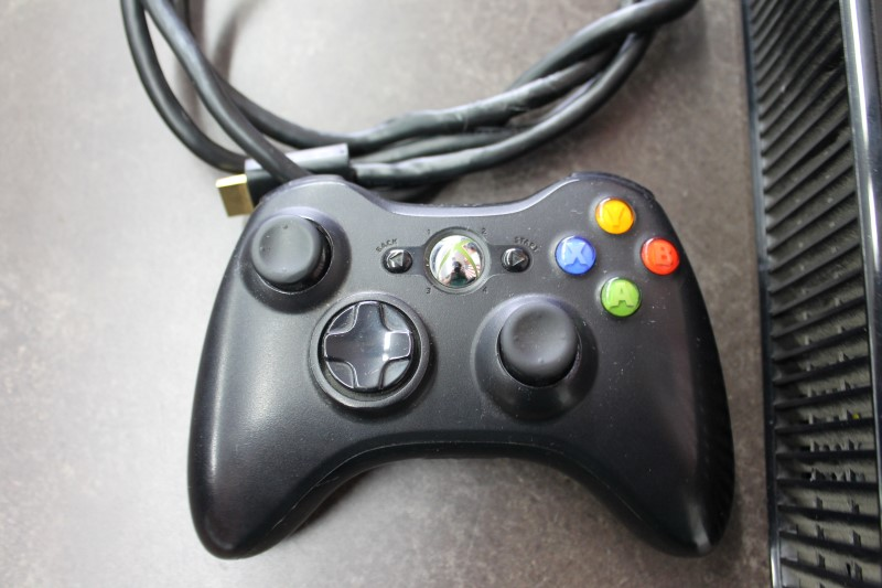MICROSOFT Video Game System XBOX 360 - 4GB - SLIM CONSOLE