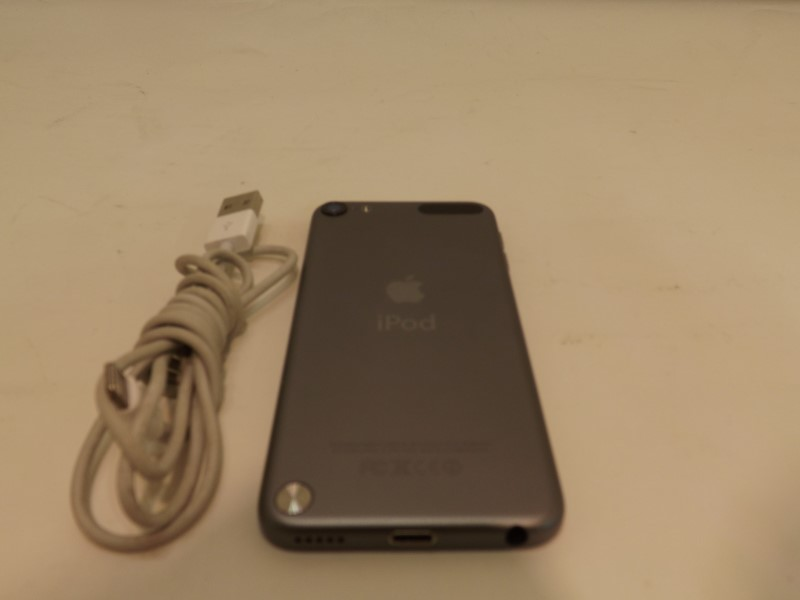 APPLE IPOD IPOD ME978LL/A 32GB TOUCH