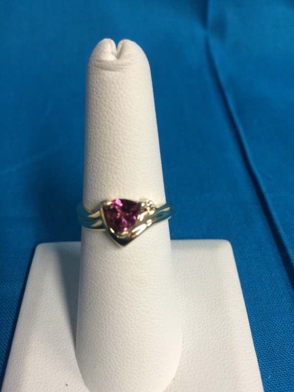 Lady's Gold Ring 10K Yellow Gold 3.13g