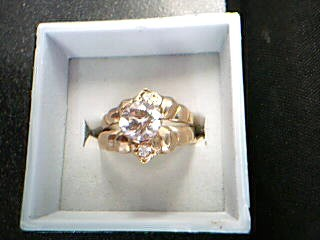 White Stone Lady's Stone Ring 14K Yellow Gold 3.52g