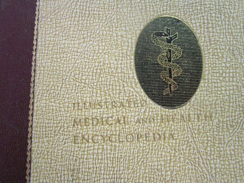 LOT, ILLUSTRATED MEDICAL AND HEALTH ENCYCLOPEDIA VOLUMES 1-4