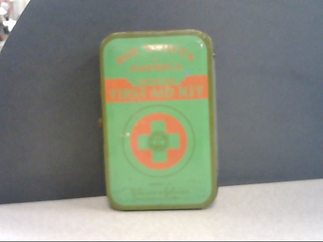 JOHNSONS & JOHNSONS 1933 ANTIQUE BOY SCOUTS FIRST AID KIT