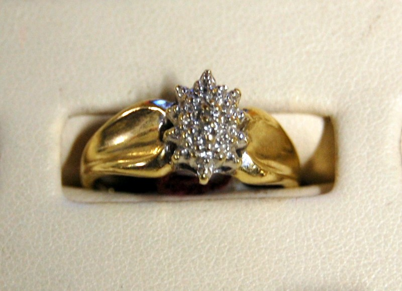 10K Yellow Gold Lady's Cluster Ring 3.0G 0.02CTW Size 7.25