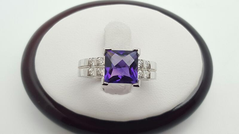 Lady's Amethyst & Diamonds Ring 8 Diamonds .25 Carat T.W. 14K White Gold 6.