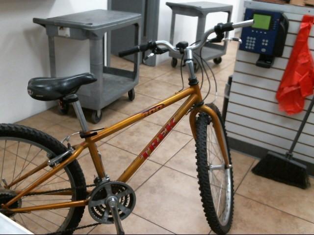 TREK Mountain Bicycle 800 SPORT