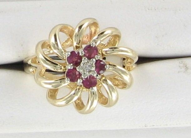 Lady's Gold Ring 10K Yellow Gold 2.8dwt