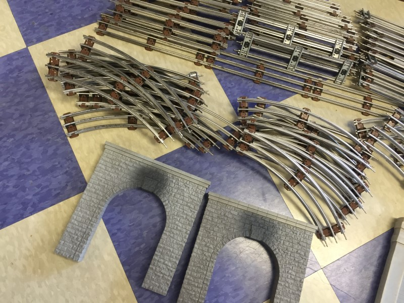 LIONEL O GAUGE O27 TRACK LOT WITH BRIDGE *SEE PICTURES*
