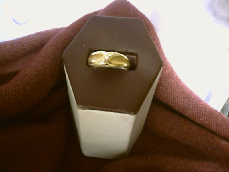 GOLD RING WITH X DESIGN 5 DIAMOND CHIPS ON DIAGONAL SIZE 9