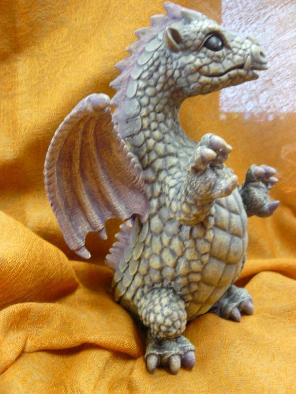 Collectible Plate/Figurine  DRAGON