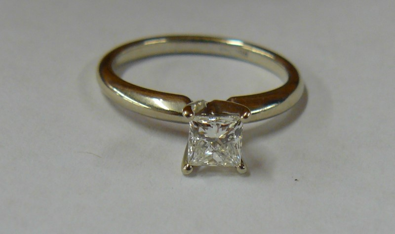 RING JEWELRY, 14KT; APPX .40 PRINCESS CUT DIAMOND SOLITAIRE, SIZE 5½