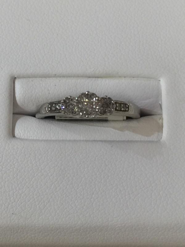 Lady's Diamond Cluster Ring 7 Diamonds .07 Carat T.W. 10K White Gold 1.2dwt
