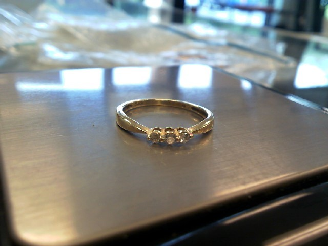 Gorgeous Petite 14K Yellow Gold Diamond Engagement Wedding Ring Band (Size 5.5)
