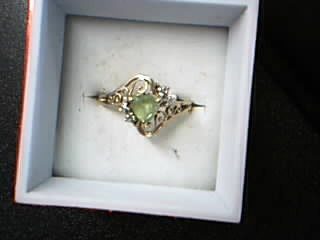 Green Stone Lady's Stone Ring 10K Yellow Gold 2.18g