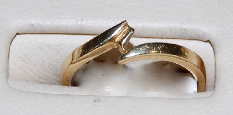 14K Yellow Gold Lady's Ring 1.5G Size 5.25