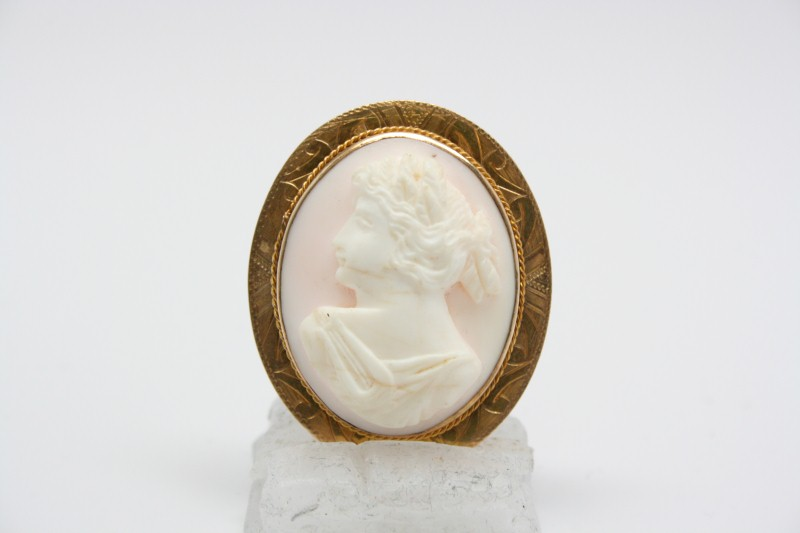 Cameo Gold-Stone Brooch 10K Yellow Gold 9.3g
