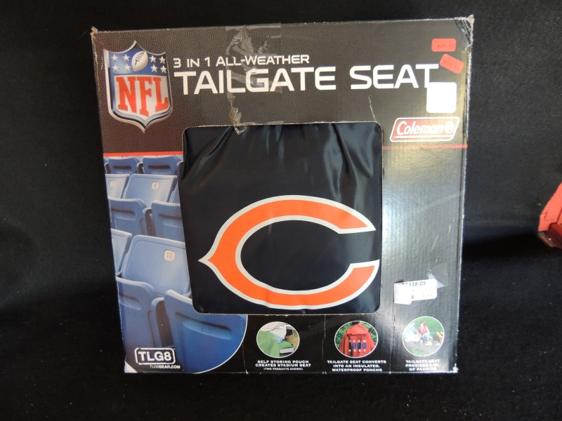 NFL 3 in 1 ALL-WEATHER TAILGATE SEAT COLEMAN PICNIC PAD PONCHO SEAT MINT