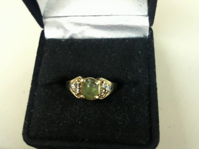 Green Stone Lady's Stone Ring 10K Yellow Gold 3.1g