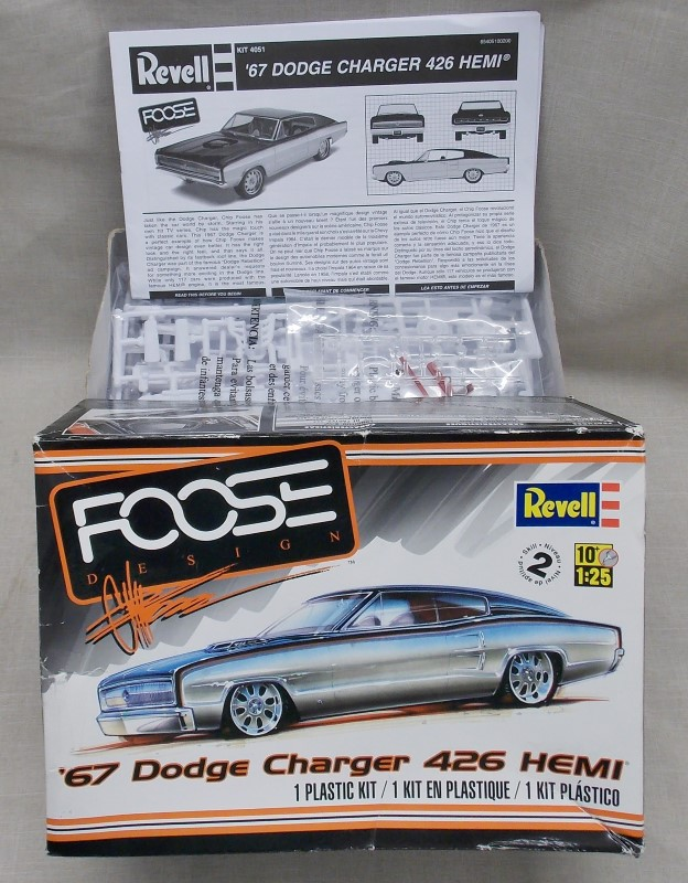 REVELL '67 DODGE CHARGER 426 HEMI MODEL- FOOSE DESIGN- 1 PLASTIC KIT- 1:25