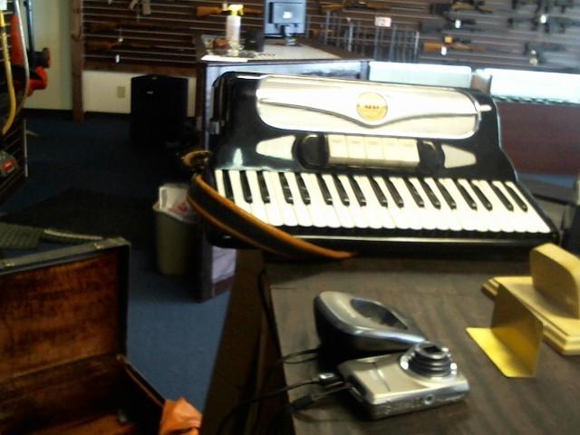 FERRARI Accordion/Concertina B520X ACCORDIAN