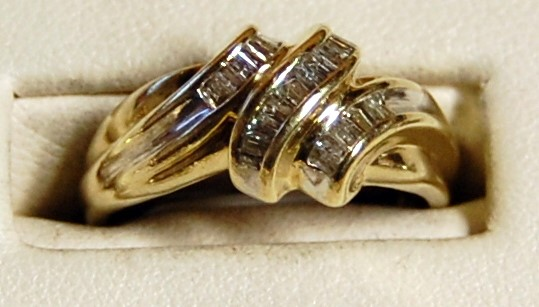 10K Yellow Gold Lady's Diamond Cluster Ring 3.0G 0.25CTW Size 6