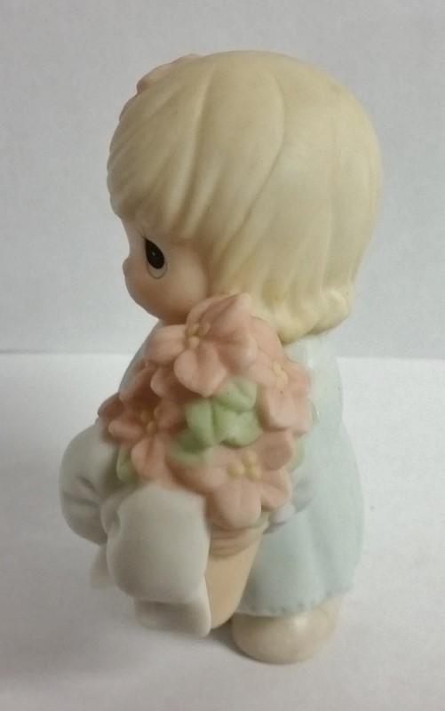 "Precious Moments Figurine 2000 ""Winter Wishes Warm The Heart"" #184241"