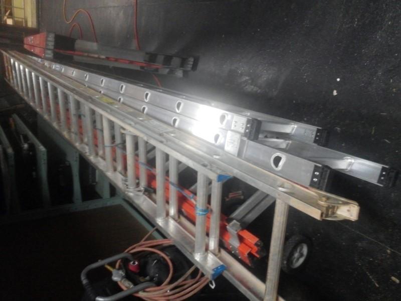 WERNER LADDER Ladder 32 FOOT ALUMINUM LADDER