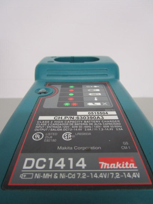 MAKITA ML120 SWIVEL HEAD FLASHLIGHT W/CHARGER