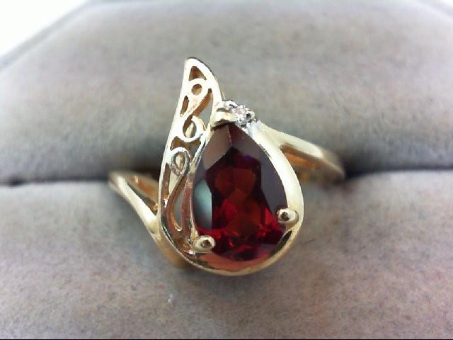 Almandite Garnet Lady's Stone & Diamond Ring .01 CT. 14K Yellow Gold 3.8g