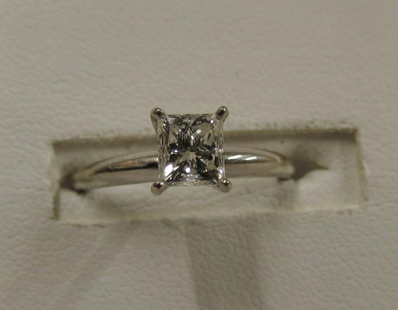 Lady's Diamond Wedding Band .71 CT. 10K White Gold 1.46dwt Size:5