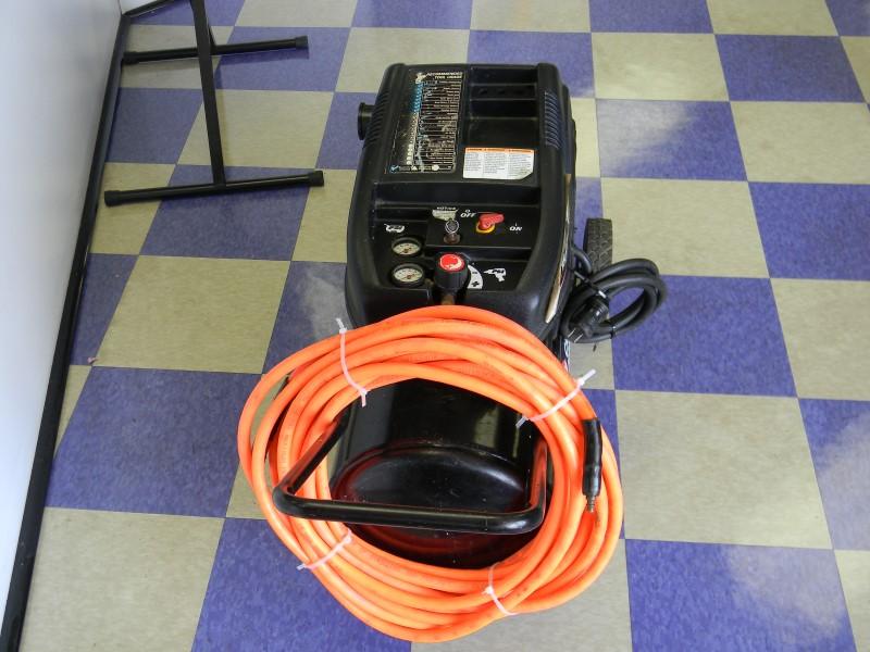 CAMPBELL HAUSFELD 15 GALLON 5 HORSE POWER ELECTRIC AIR COMPRESSOR