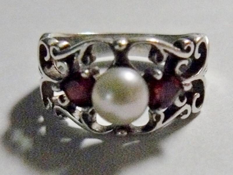 Pearl & Garnet Filgree Silver & Stone Ring 925 Silver 3.4dwt Size:7.8