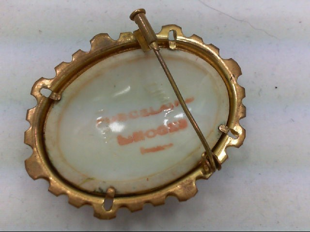 Gold Brooch Yellow Gold Electroplate 10.9g