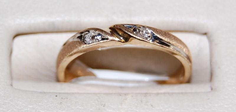 14K Yellow Gold Lady's Diamond Ring 1.3G 0.04CTW Size 4.75
