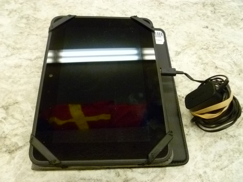"""AMAZON X43Z60 8"""" KINDLE FIRE HD 8GB WIFI WITH CASE AND CHARGER"""