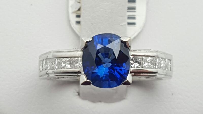Lady's sapphire & Diamond Ring 24 Diamonds .53 Carat T.W. 18K White Gold 5.6g