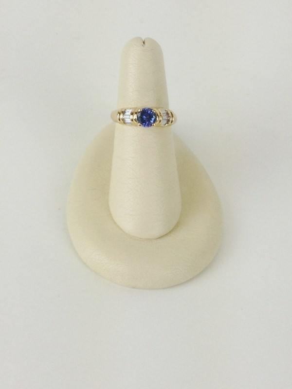 Tanzanite Lady's Stone & Diamond Ring 10 Diamonds 1.00 Carat T.W.