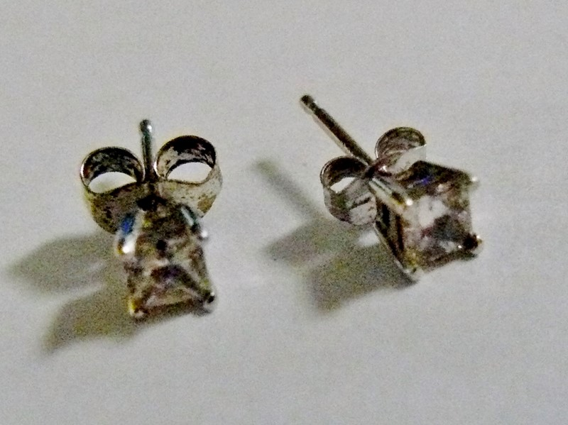 Gold-Diamond Earrings 2 Diamonds .28 Carat T.W. 14K White Gold 0.2dwt