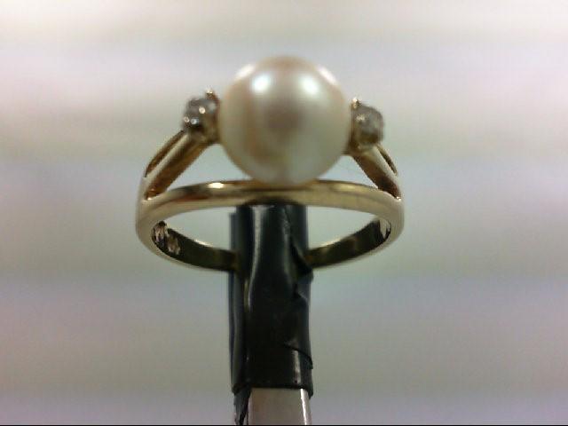 Pearl Lady's Stone & Diamond Ring 2 Diamonds 0.06 Carat T.W. 14K Yellow Gold 3.4