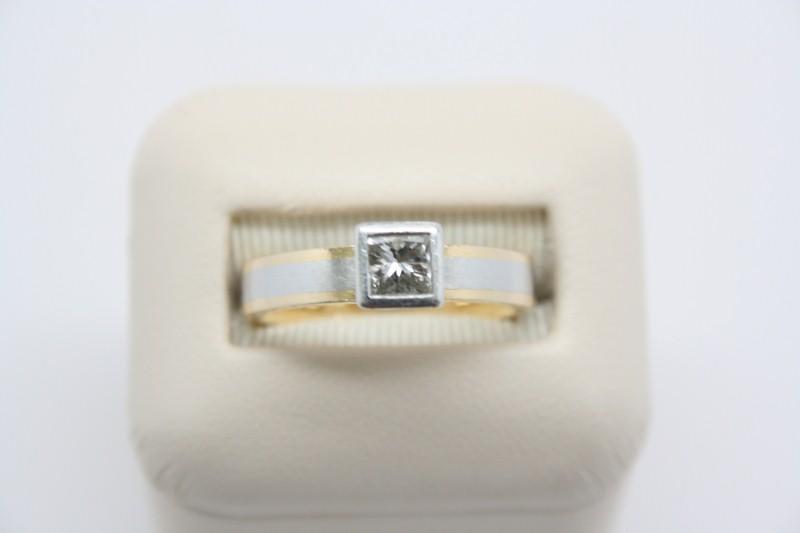 LADIE'S 2 TONE SOLITAIRE DIAMOND RING