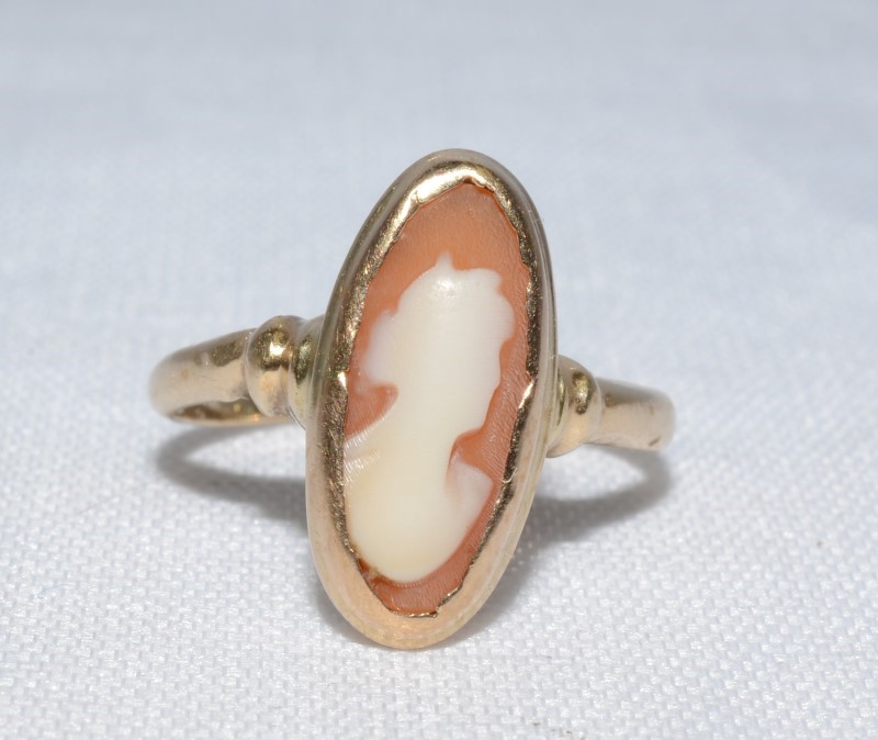 Cameo Lady's Stone Ring 14K Yellow Gold 1.5g