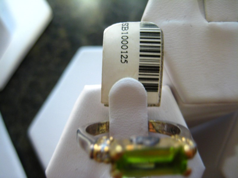Synthetic Green Stone Lady's Stone Ring 18K Yellow Gold 5.2g