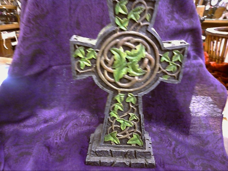 MISC COLLECTIBLES NEW MISC NEW MISC FANTASY GIFTS 2005; GREEN MAN ON CROSS CANDL