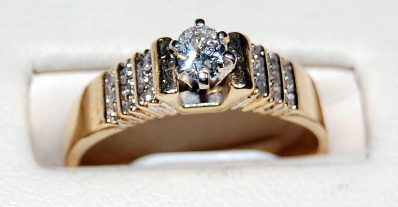 14K Yellow Gold Lady's Diamond Ring 3.6G 1/3CTW Size 8