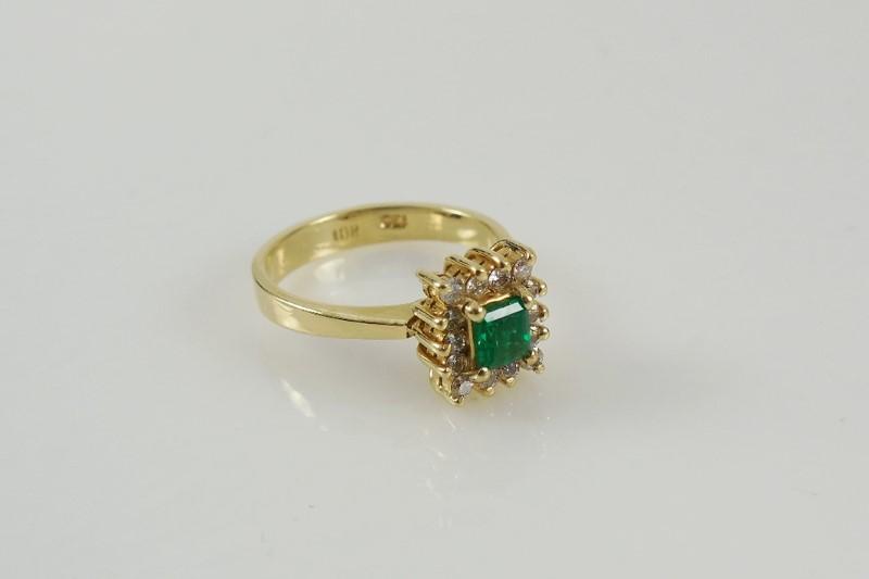 Green Stone Lady's Stone & Diamond Ring 14 Diamonds .14 Carat T.W.