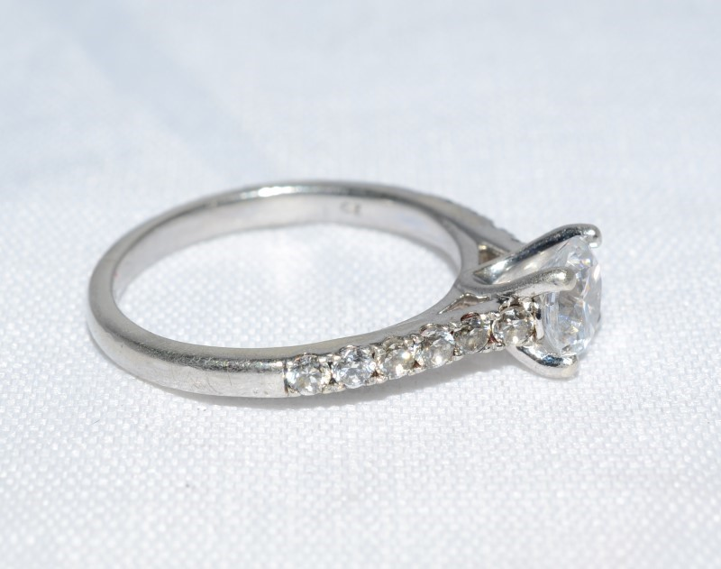 White Stone Lady's Silver & Stone Ring 925 Silver 2.6g