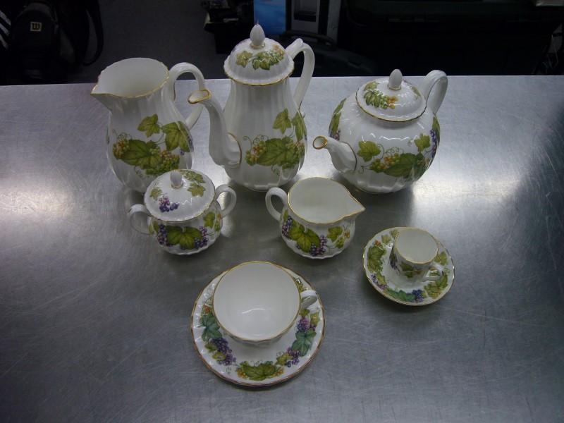 ROYAL WORCESTER Glassware VINE HARVEST CHINA SET