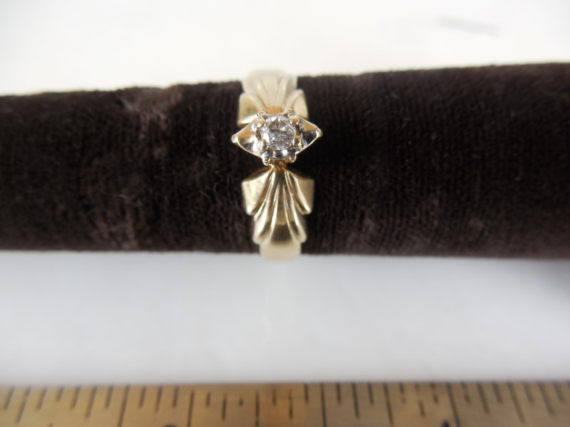 Lady's Diamond Engagement Ring APX.10 CT. 10K Yellow Gold 3g Size:7