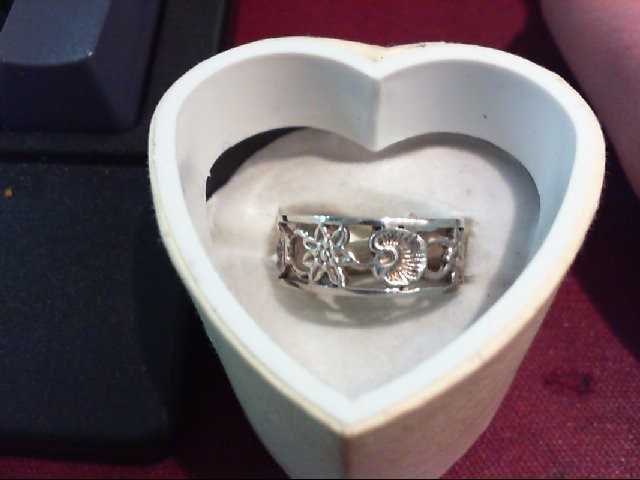 Lady's Silver Ring 925 Silver 2.3g