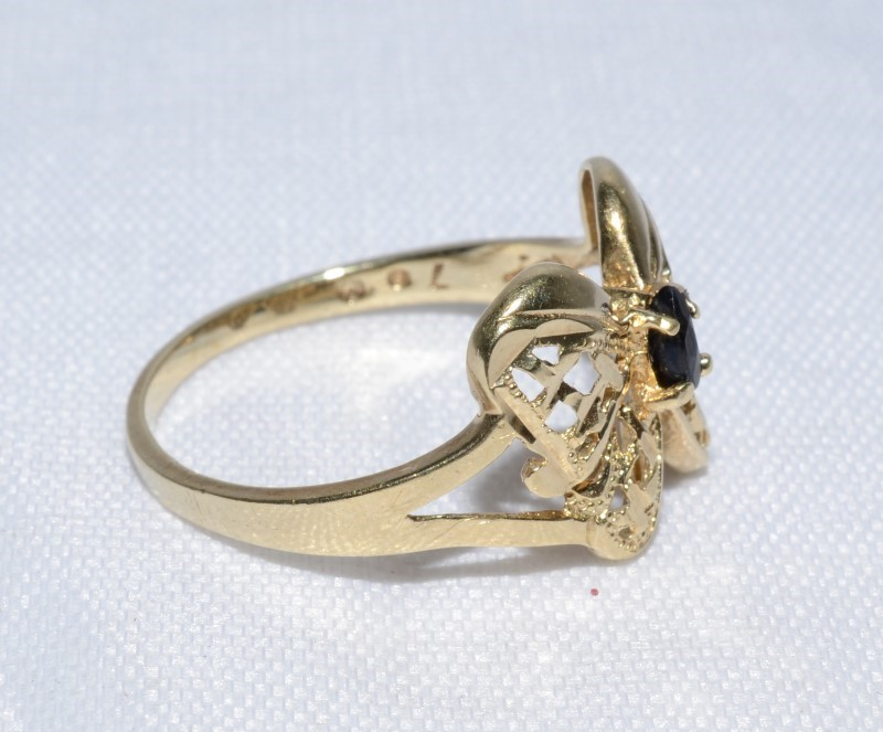 Sapphire Lady's Stone Ring 10K Yellow Gold 1.72g