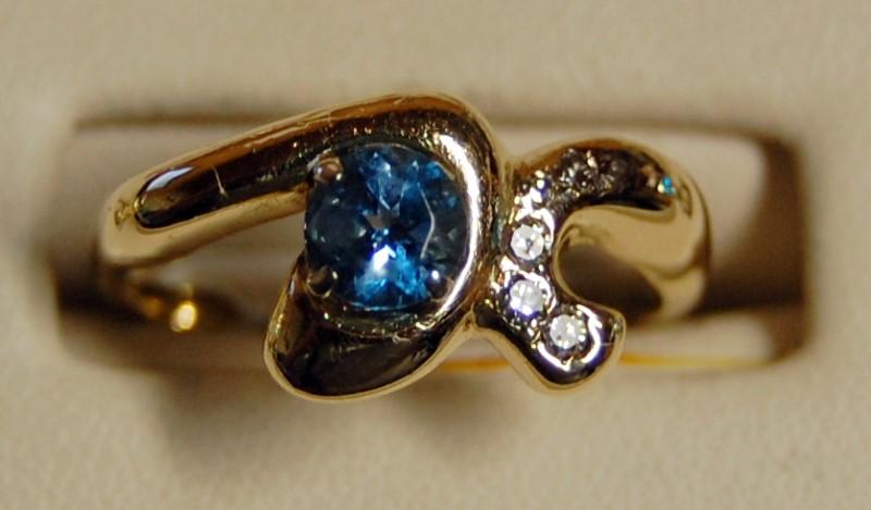 10K Yellow Gold Lady's Synthetic Aquamarine & Diamond Ring 4.7G 1.0CTW Size 7.75